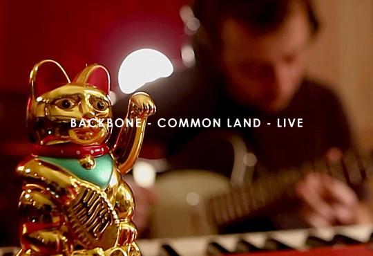 [ LIVE ] Backbone ; nouvelle vidéo live de leur dernier titre inédit, 'Common Land'