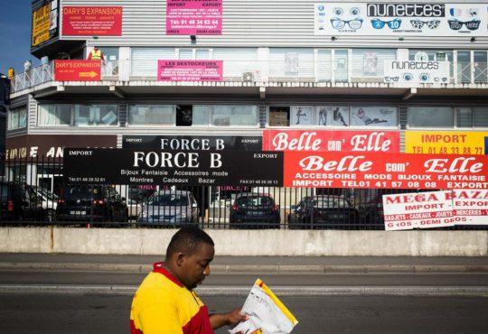 PHOTOGRAPHIE // Camille Millerand, un studio photo ambulant dans un caddie de supermarché